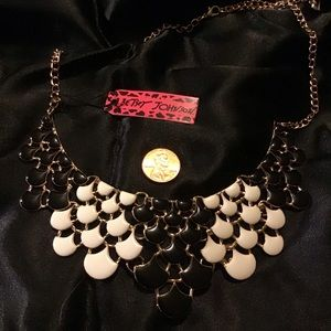 "19"" Black And Cream Necklace"
